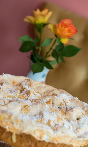 Selbstgebackene Kuchen Und Torten Im Cafe Leopold In Dusseldorf